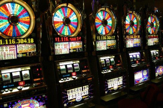 Гемблеры со всего мира получают джекпоты в казино Вулкан 24