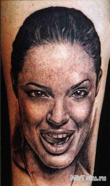 Фото татуировок — Анджелина Джоли