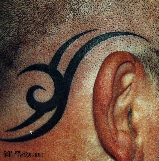 Фото татуировок - Татуировка за ухом